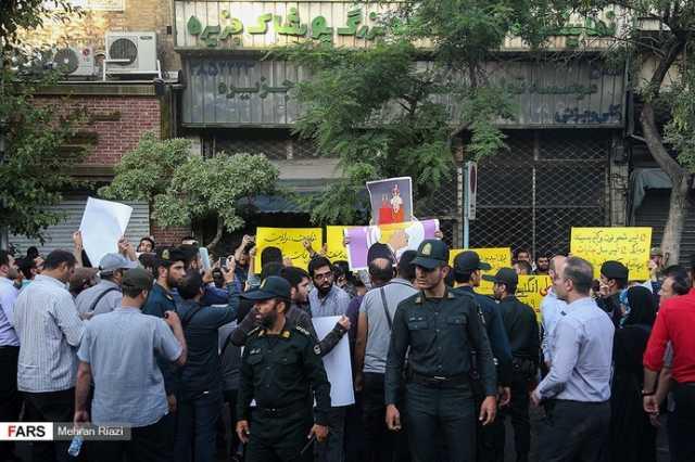 تجمع مقابل سفارت انگلیس در تهران+عکس