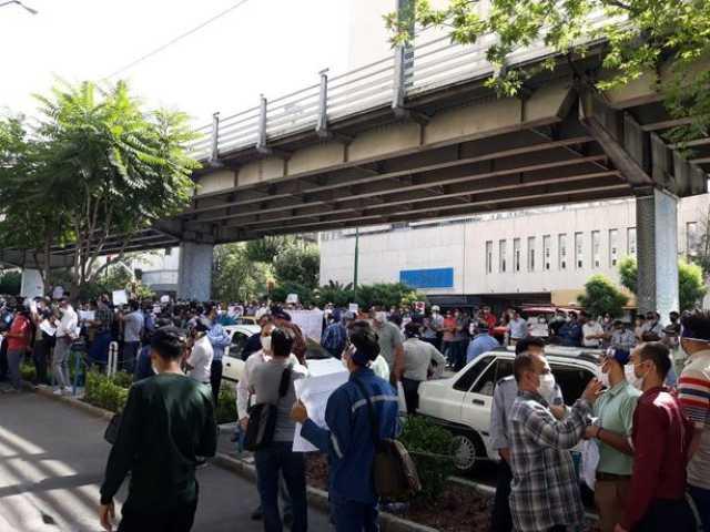 تصاویر| تجمع کارکنان نفتی مقابل وزارت نفت
