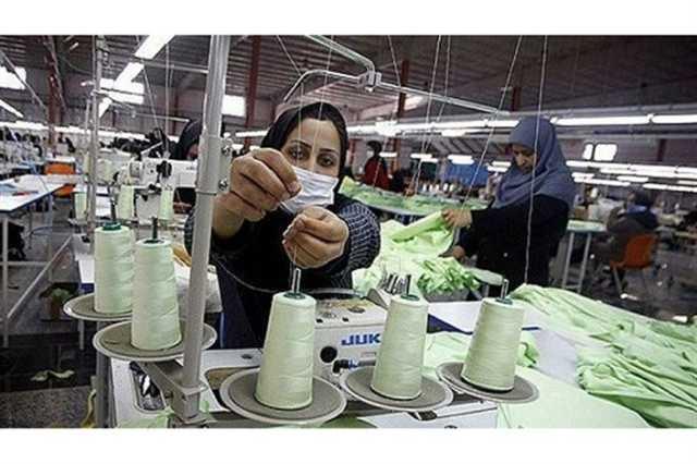 چه تعداد از کارکنان کارگاههای بازرگانی و خدماتی را زنان تشکیل میدهند؟