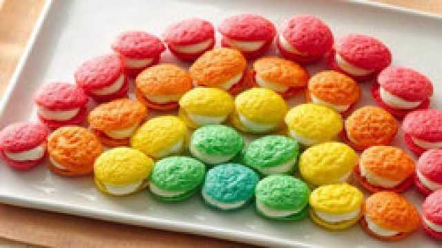 شیرینی خوشمزه با رنگی خارق العاده