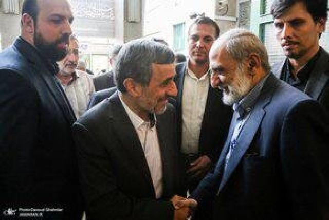 احمدی نژاد و حسین شریعتمداری دیروز در مسجدجامع نارمک +عکس