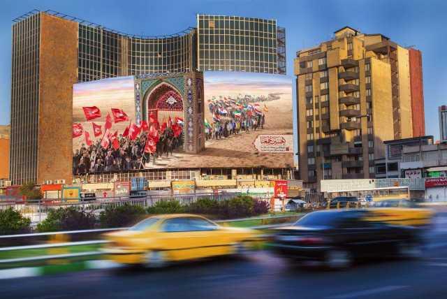 عکس/ دیوارنگاره میدان ولیعصر (عج) بوی اربعین گرفت