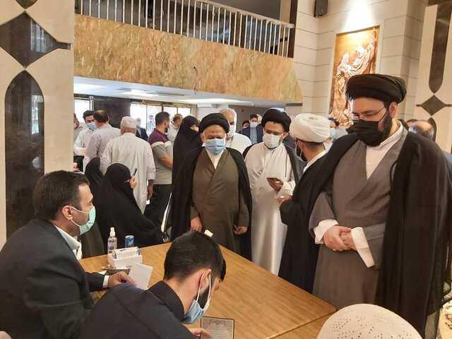 حضور سیدعلی خمینی در شعبه رایگیری سرکنسولگری ایران در نجف