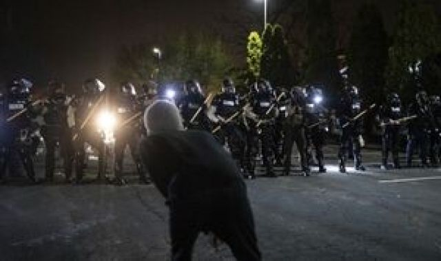 درگیری پلیس با معترضان ضد نژادپرستی در مینیاپولیس آمریکا