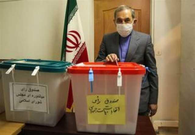 ولایتی رای خود را به صندوق انداخت +عکس