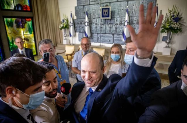 نتانیاهو قدرت را به بنت واگذار کرد