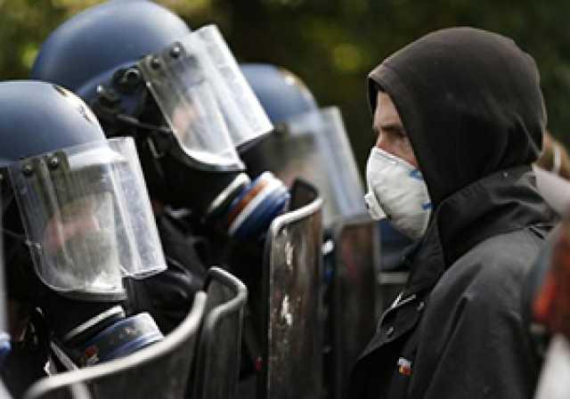 درگیری یک رزمیکار با مامور پلیس + فیلم