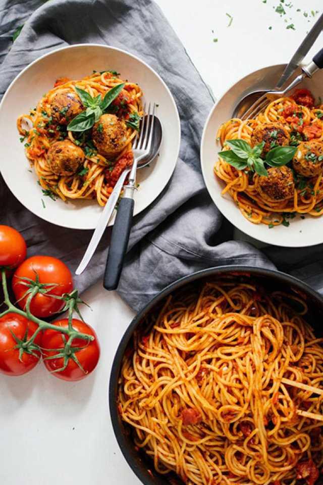 اسپاگتی با کوفتهی گیاهی در سس مخصوص + طرز تهیه