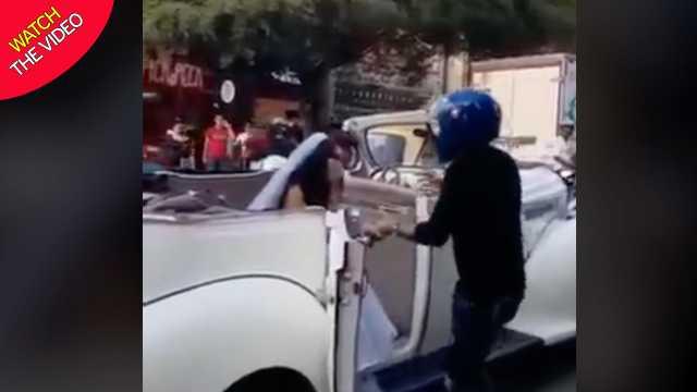 اقدام عجیب مرد جوان هنگام دیدن نامزد سابقش در ماشین عروس! + فیلم