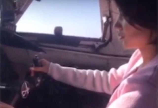 تصمیم عجیب خلبان و بازی با جان مسافران + فیلم