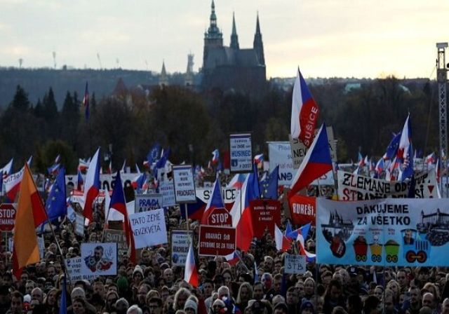 تظاهرات ۲۰۰ هزار نفری علیه نخستوزیر جمهوری چک یه علت فساد