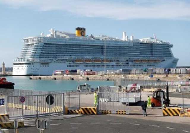 سرگردانی ۶۰۰۰ مسافر یک کشتی کروز به دلیل ابتلای دو مسافر چینی آن به ویروس کرونا