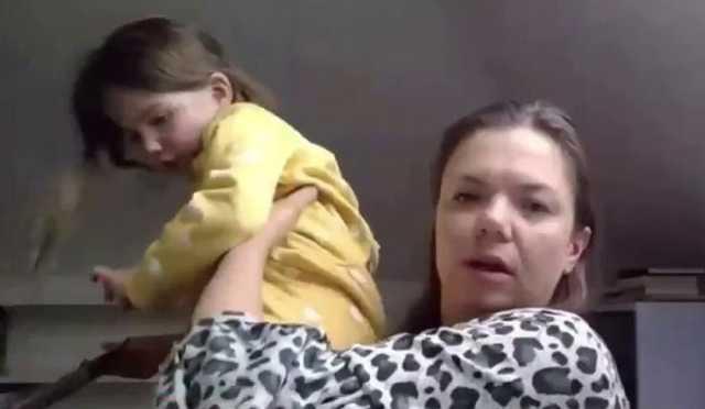ورود ناگهانی کودک به پخش زنده تلویزیونی