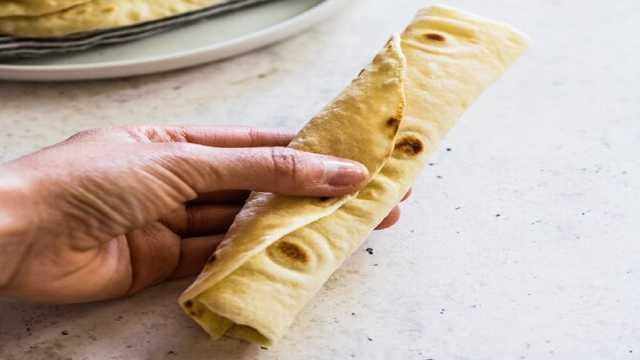 طرز تهیه تورتیلا نان خوشمزه مکزیکیها در خانه