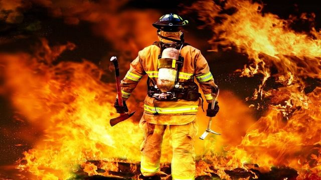 آتش مقابل آتش نشانان اهوازی زانو زد