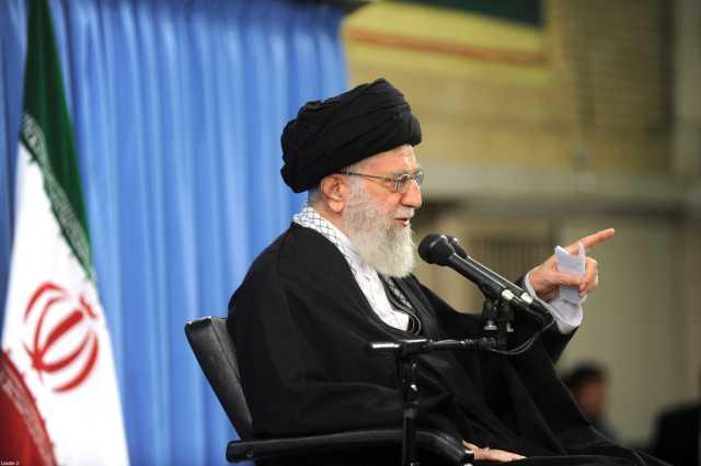 رهبر انقلاب: دوستان و دشمنان بدانند در حوادث امنیتی چند روز اخیر دشمن را عقب زدیم