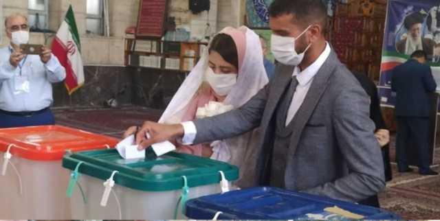 صبر کردند روز انتخابات عقد کنند/ حضور عروس و داماد پای صندوق رای