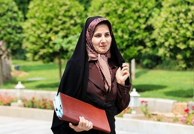 معاون حقوقی روحانی: ورود خانمها به استادیوم منع قانونی ندارد