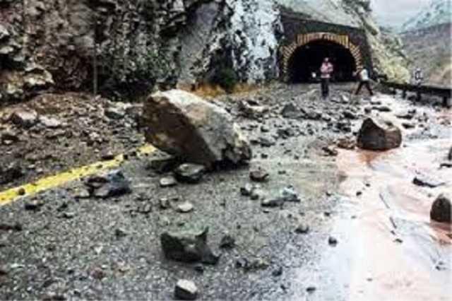 محورهای هراز و چالوس بسته شدند | خطر سیل و ریزش کوه | یک نفر کشته شد