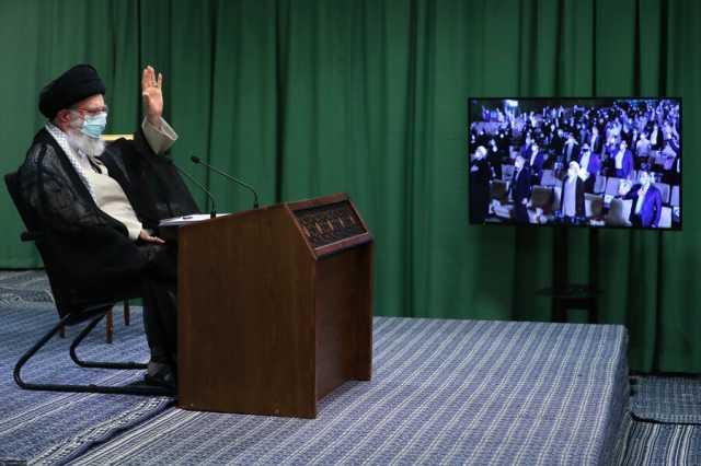ویدئو  استقبال رهبر انقلاب از انتقادات تند یک دانشجو از شورای نگهبان