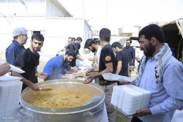 توزیع روزانه ۱۲۰ هزار پرس غذا توسط موکبهای یزد بین زائران اربعین