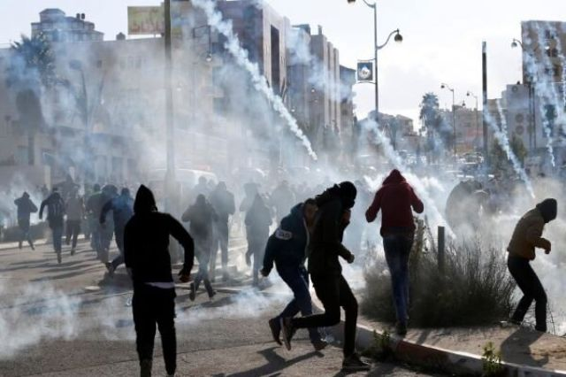راهپیمایی «همبستگی با اسراء» در «نابلس»/ ۵۰ فلسطینی زخمی شدند