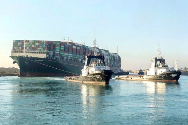 ازدحام کشتیها در کانال سوئز رو به کاهش است