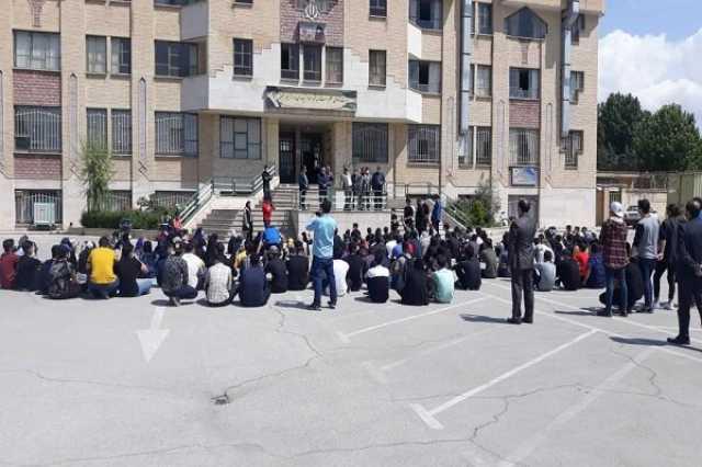 دانشآموزان قزوینی به برگزاری آزمونهای حضوری اعتراض کردند