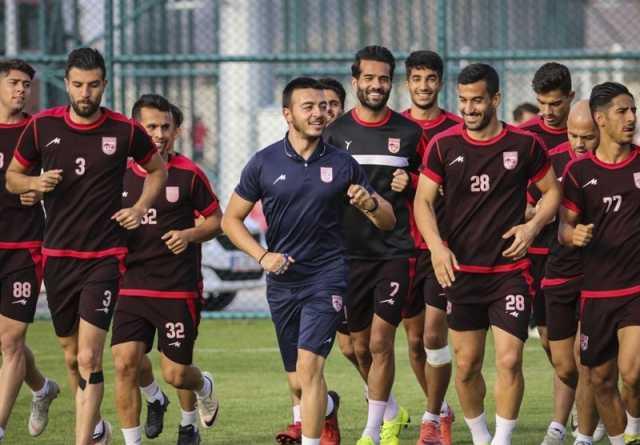 ۳ کاپیتان تیم ملی از پیراهن تراکتورسازی رونمایی کردند