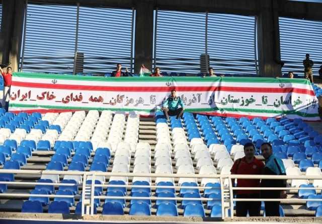 بنر مشهدیها درپاسخ به شعار قومیتی درورزشگاه تبریز