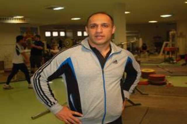 حسین توکلی مربی وزنهبرداری معلولان شد
