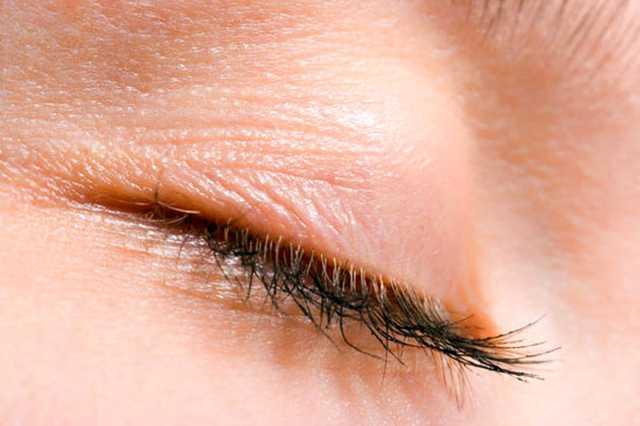 دلیل پریدن پلک چشم چیست؟