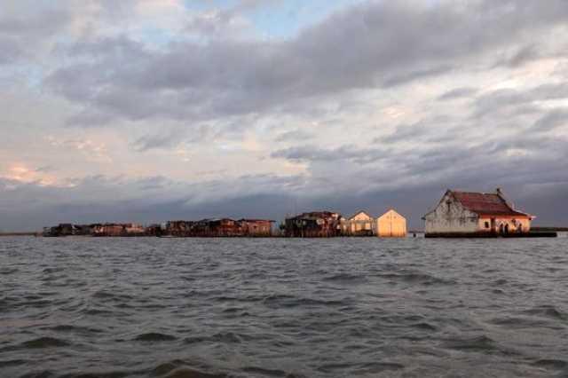 این روستا به زودی غرق میشود +تصاویر