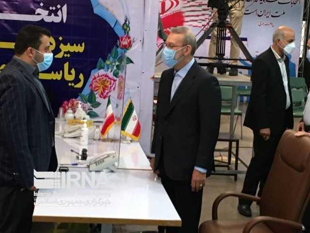 لاریجانی: حوزه اقتصاد پادگان و دادگاه نیست که با زور حل کرد