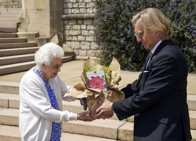 هدیه عجیب به ملکه انگلیس! +عکس