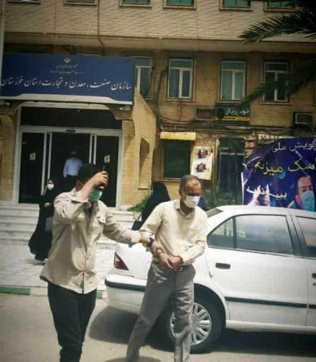 لحظه دستگیری مدیر دولتی در خوزستان +عکس