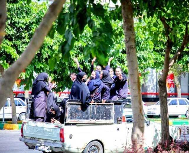 تصویری جالب از پشت وانتی در مشهد