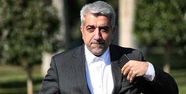 پاسخگویی وزیر نیرو به سئوالات مردم در صف اخذ رای